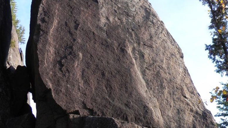 La fissure de la face ouest de l'Aiguille à Val David | Photo: Rémi Maupetit (Camp to Camp)