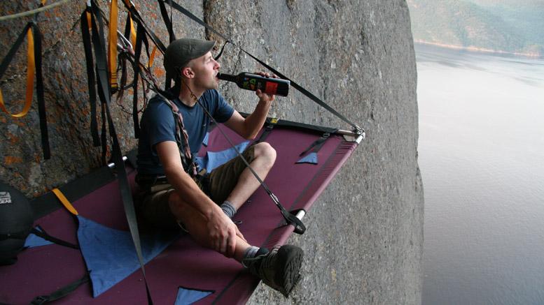 Yan savoure la qualité du vin  Photo: Ian Bergeron