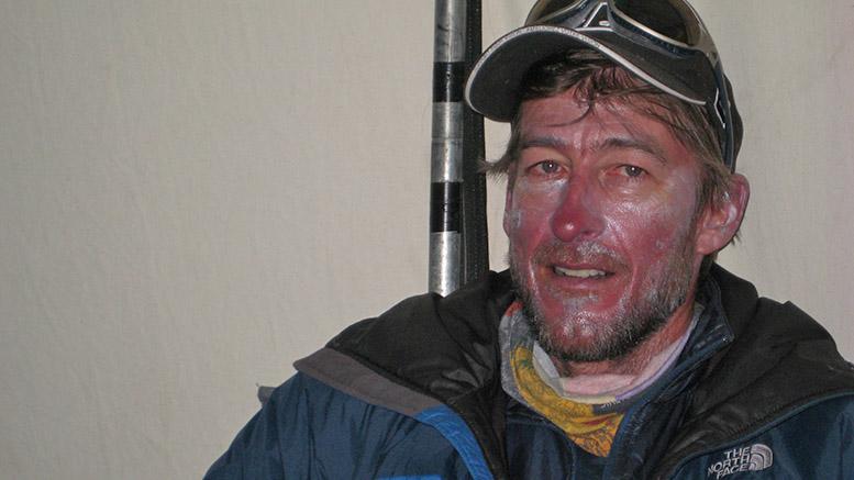 Gabriel en 2009 alors qu'il était sur le versant Nord de l'Everest. Une expé particulièrement éprouvante | Photo: Collection Gabriel Filippi